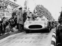 Прикрепленное изображение: Mercedes_Benz_300SLR__1955_.gif