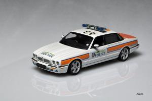 Прикрепленное изображение: Jaguar_XJ_Serie_5_Thames_Valley_Police_Autoart_Code_3.jpg