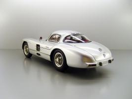 Прикрепленное изображение: 1955_Mercedes_Benz_300_SLR_Uhlenhaut_Coupe_F2.jpg