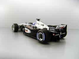 Прикрепленное изображение: 2003_McLaren_Mercedes_MP_4_17D__5_David_Coulthard_F2.jpg