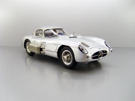 Прикрепленное изображение: 1955_Mercedes_Benz_300_SLR_Uhlenhaut_Coupe_08F.jpg