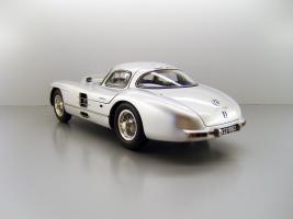 Прикрепленное изображение: 1955_Mercedes_Benz_300_SLR_Uhlenhaut_Coupe_08_F2.jpg