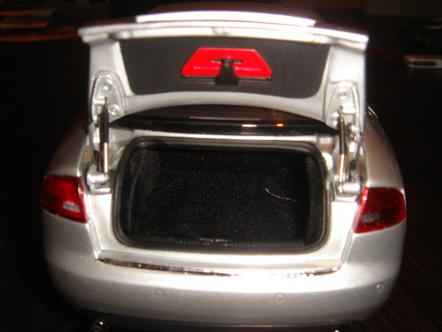 Прикрепленное изображение: Audi_A4__5_.jpg