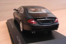 Прикрепленное изображение: Mercedes_Benz_CLS_2004_4.jpg