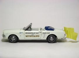 Прикрепленное изображение: 1964_Mustang_Pace_Car3.JPG