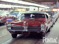 Прикрепленное изображение: hppp_0910_05_z_pontiac_assembly_line_1967_bonneville.jpg