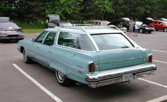 Прикрепленное изображение: 1974_Olds_Custom_Cruiser_Wagon.jpg