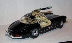 Прикрепленное изображение: 1954_Mercedes_Benz_300_SL__W198__1_18__Bburago__2.JPG