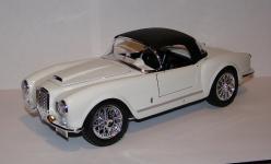 Прикрепленное изображение: 1955_Lancia_Aurelia_B24_Spider_1_18__Bburago__7010__3.JPG