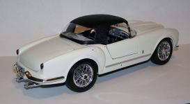 Прикрепленное изображение: 1955_Lancia_Aurelia_B24_Spider_1_18__Bburago__7010__4.JPG
