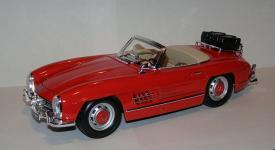 Прикрепленное изображение: 1957_Mercedes_Benz_300_SL__W198_II__1_18__Bburago__1.JPG