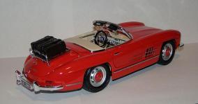 Прикрепленное изображение: 1957_Mercedes_Benz_300_SL__W198_II__1_18__Bburago__2.JPG