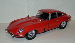 Прикрепленное изображение: 1963_Jaguar_E_Type_Coupe_1_18__Bburago__1.JPG