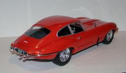 Прикрепленное изображение: 1963_Jaguar_E_Type_Coupe_1_18__Bburago__2.JPG