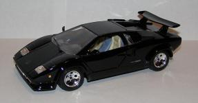 Прикрепленное изображение: 1988_Lamborghini_Countach_LP_500S_1_24__Bburago__1.JPG