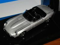 Прикрепленное изображение: 1971_Jaguar_E_Type_Series_III__AUTOart__53771__2.jpg