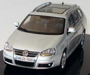 Прикрепленное изображение: VW_Golf_V_Variant_reflexsilbermet_VW_AutoART.JPG