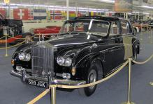 Прикрепленное изображение: 800px_1960_Rolls_Royce_Phantom_V_James_Young_Sedanca_Deville.JPG