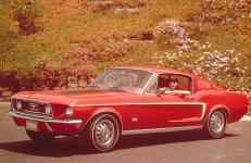 Прикрепленное изображение: Ford_Mustang_GT_Fastback_1968.jpg