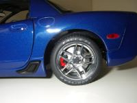 Прикрепленное изображение: Chevrolet_Corvette_Z06_Commemorative_Edition_2004__Autoart___17_.JPG