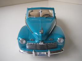 Прикрепленное изображение: Ford_Super_Deluxe_Sportsman_Convertible_1946__Yat_Ming_Signature_Series___11_.JPG