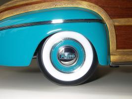 Прикрепленное изображение: Ford_Super_Deluxe_Sportsman_Convertible_1946__Yat_Ming_Signature_Series___16_.JPG