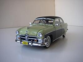 Прикрепленное изображение: Ford_Crestliner_2_door_Sedan_1950__Precision_Miniatures___2_.JPG