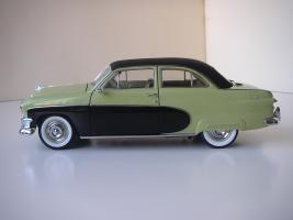 Прикрепленное изображение: Ford_Crestliner_2_door_Sedan_1950__Precision_Miniatures___4_.JPG