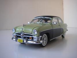 Прикрепленное изображение: Ford_Crestliner_2_door_Sedan_1950__Precision_Miniatures___5_.JPG