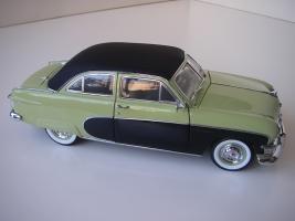 Прикрепленное изображение: Ford_Crestliner_2_door_Sedan_1950__Precision_Miniatures___9_.JPG