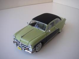 Прикрепленное изображение: Ford_Crestliner_2_door_Sedan_1950__Precision_Miniatures___10_.JPG