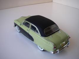 Прикрепленное изображение: Ford_Crestliner_2_door_Sedan_1950__Precision_Miniatures___11_.JPG