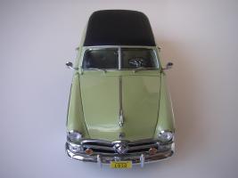 Прикрепленное изображение: Ford_Crestliner_2_door_Sedan_1950__Precision_Miniatures___12_.JPG