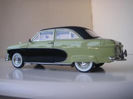 Прикрепленное изображение: Ford_Crestliner_2_door_Sedan_1950__Precision_Miniatures___15_.JPG