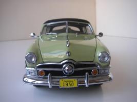 Прикрепленное изображение: Ford_Crestliner_2_door_Sedan_1950__Precision_Miniatures___18_.JPG