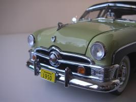 Прикрепленное изображение: Ford_Crestliner_2_door_Sedan_1950__Precision_Miniatures___20_.JPG