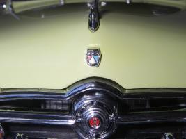 Прикрепленное изображение: Ford_Crestliner_2_door_Sedan_1950__Precision_Miniatures___21_.JPG