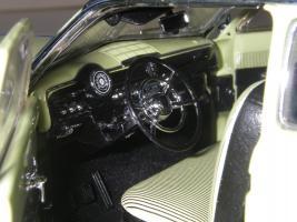 Прикрепленное изображение: Ford_Crestliner_2_door_Sedan_1950__Precision_Miniatures___22_.JPG