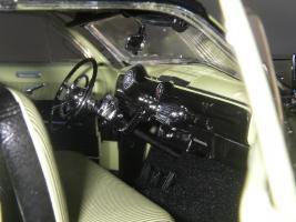 Прикрепленное изображение: Ford_Crestliner_2_door_Sedan_1950__Precision_Miniatures___23_.JPG