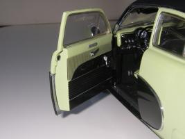 Прикрепленное изображение: Ford_Crestliner_2_door_Sedan_1950__Precision_Miniatures___24_.JPG