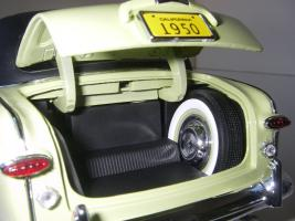 Прикрепленное изображение: Ford_Crestliner_2_door_Sedan_1950__Precision_Miniatures___25_.JPG