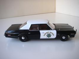 Прикрепленное изображение: Dodge_Monaco_4_door_Sedan_California_Highway_Patrol_1974__ERTL___Autoworld___8_.JPG