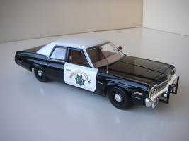 Прикрепленное изображение: Dodge_Monaco_4_door_Sedan_California_Highway_Patrol_1974__ERTL___Autoworld___6_.JPG