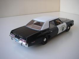 Прикрепленное изображение: Dodge_Monaco_4_door_Sedan_California_Highway_Patrol_1974__ERTL___Autoworld___7_.JPG