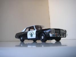 Прикрепленное изображение: Dodge_Monaco_4_door_Sedan_California_Highway_Patrol_1974__ERTL___Autoworld___13_.JPG