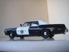 Прикрепленное изображение: Dodge_Monaco_4_door_Sedan_California_Highway_Patrol_1974__ERTL___Autoworld___14_.JPG
