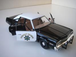 Прикрепленное изображение: Dodge_Monaco_4_door_Sedan_California_Highway_Patrol_1974__ERTL___Autoworld___15_.JPG