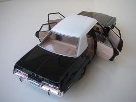 Прикрепленное изображение: Dodge_Monaco_4_door_Sedan_California_Highway_Patrol_1974__ERTL___Autoworld___16_.JPG