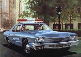 Прикрепленное изображение: Dodge_Monaco_4_door_Sedan_Police_1974.jpg
