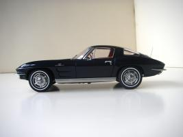 Прикрепленное изображение: Chevrolet_Corvette_Sting_Ray_1963__Autoart___3_.JPG